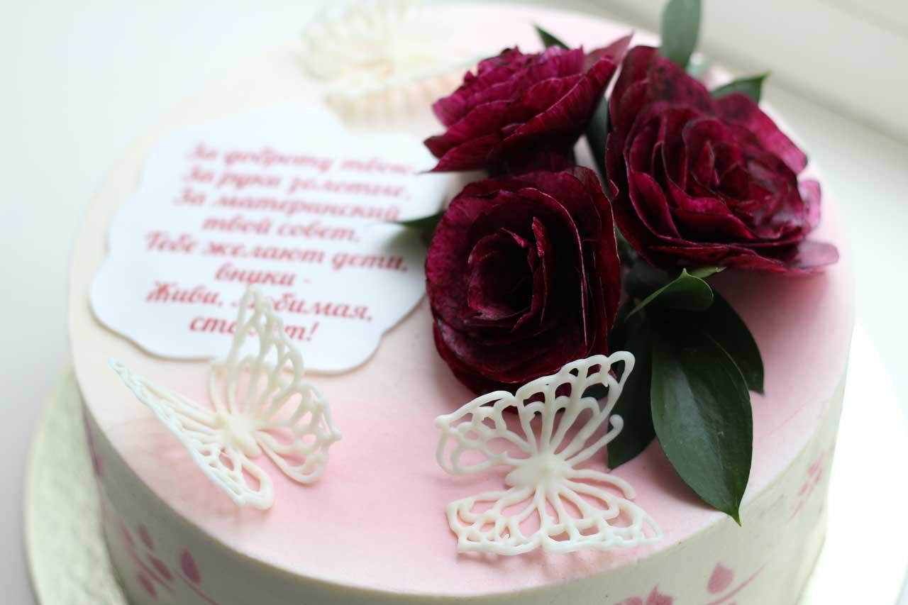 Торт с цветами из вафельной бумаги