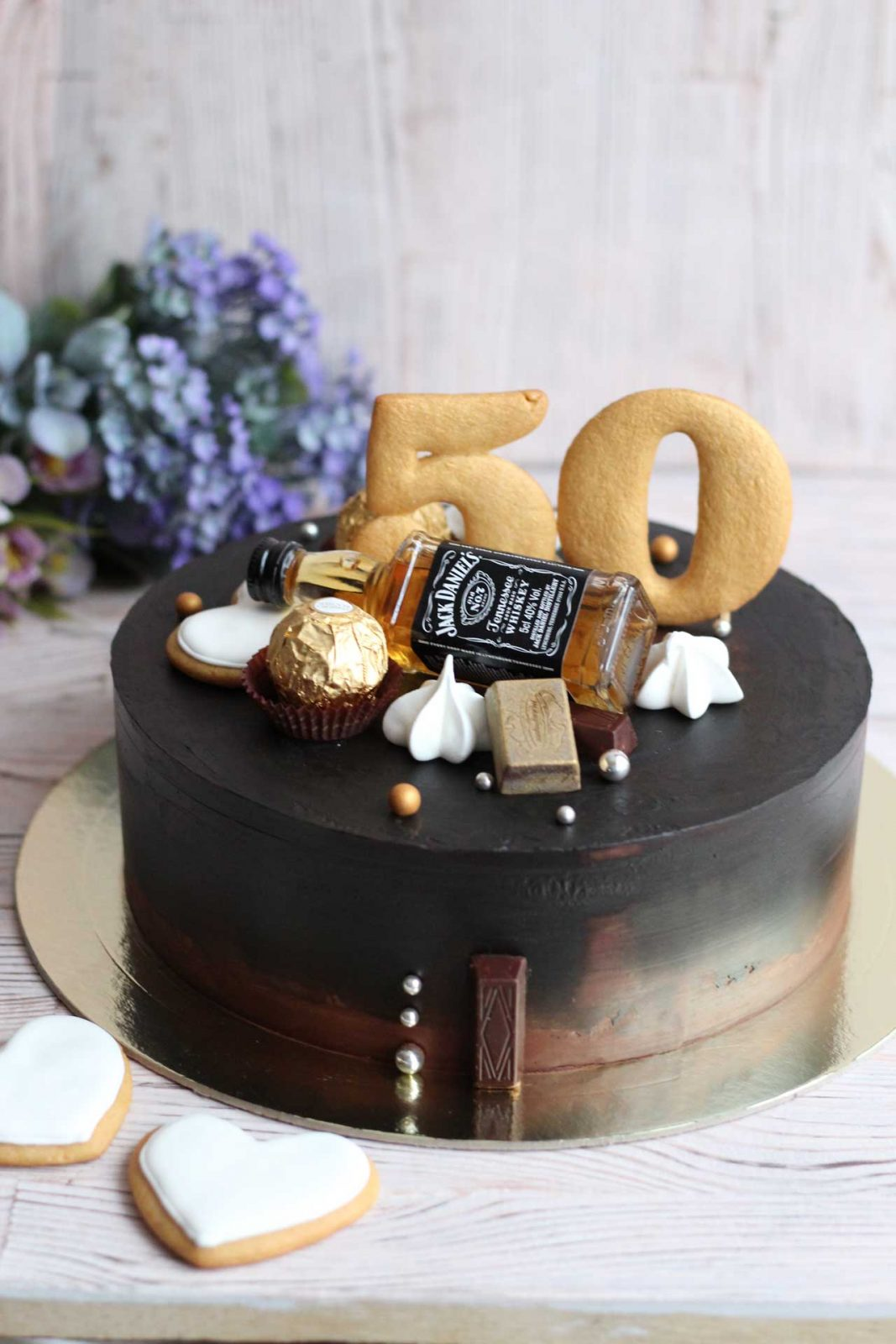 Тортик в шоколаде с бутылочкой