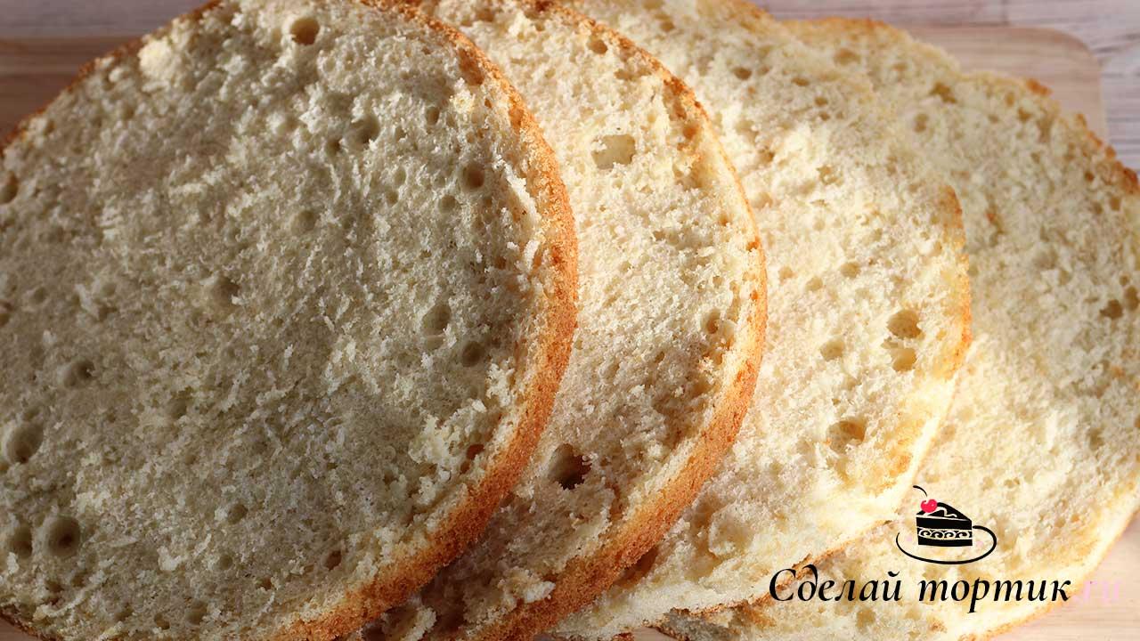 Готовые бисквиты нужно остудить и разрезать на две части, чтобы получились 4 вот таких, красивых коржа.