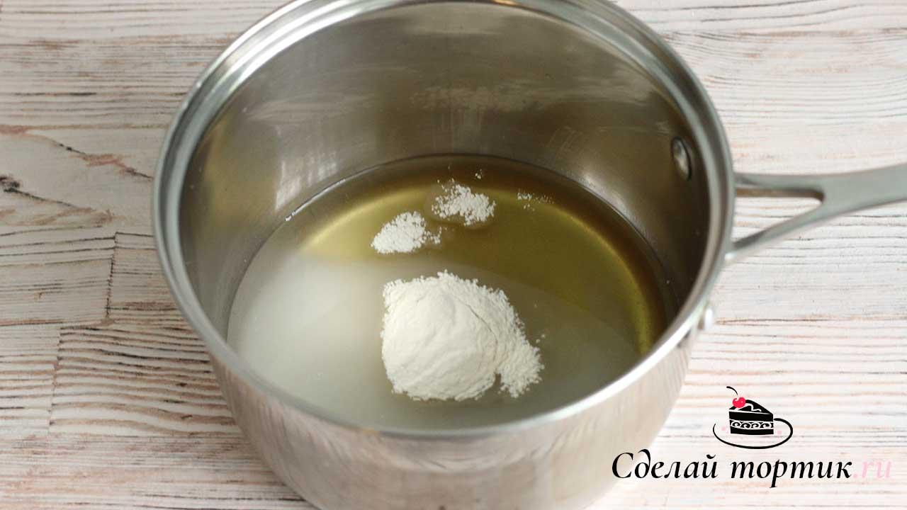В сотейнике с толстым дном смешиваем все ингредиенты — воду, агар - агар, инвертный сироп, сахар.