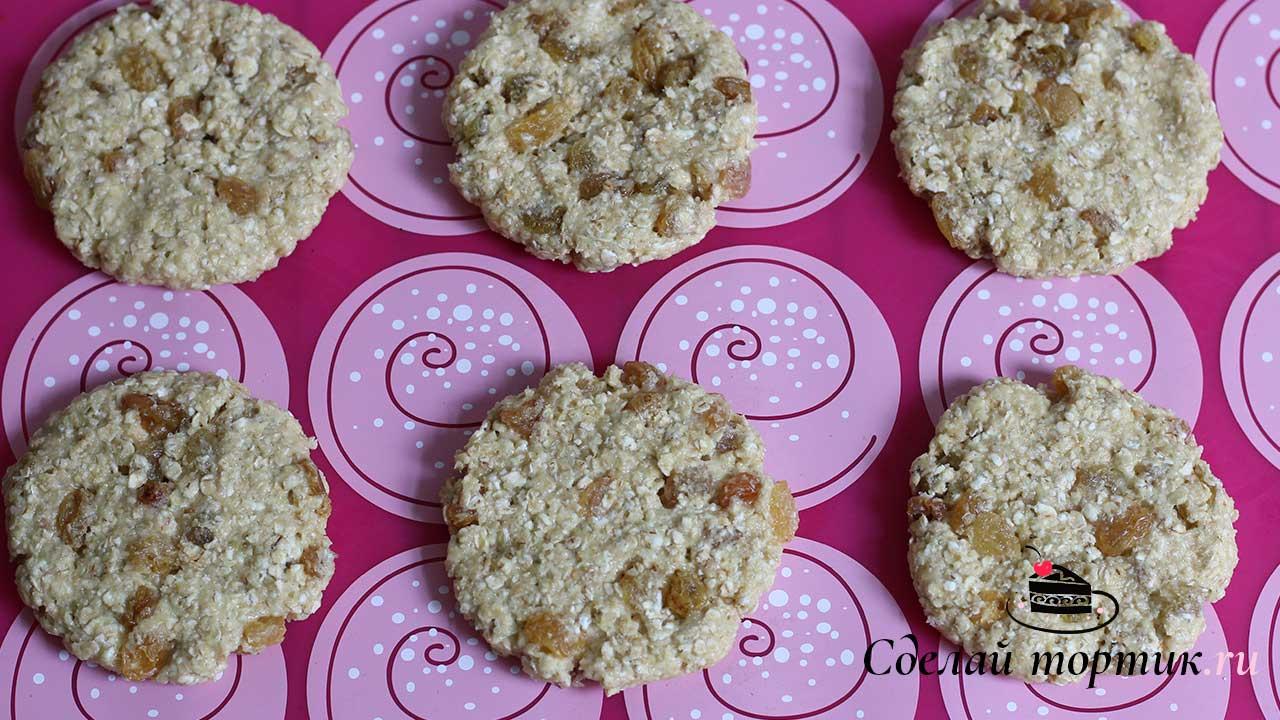 Тесто взвешиваем по 60 грамм и формируем печенье овсяное.