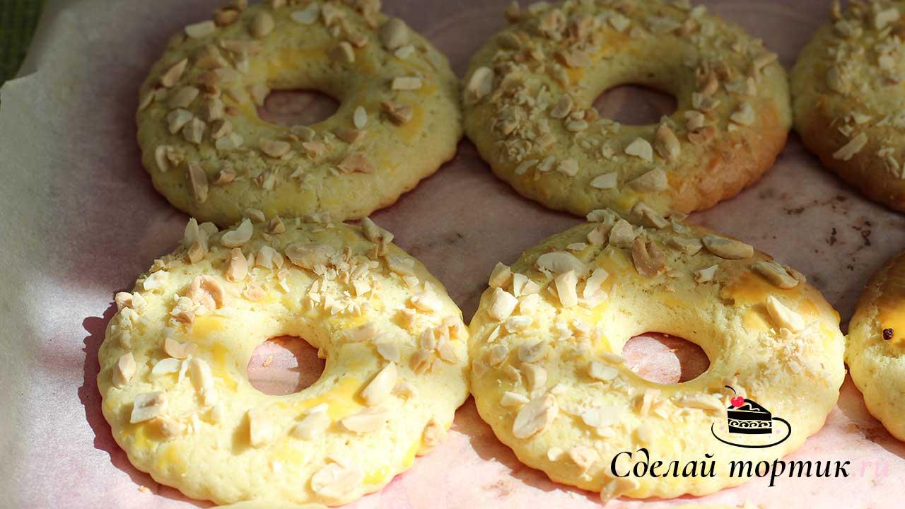 """После выпекания пирожные """"Песочное кольцо"""" будут мягкие, дайте им остыть и они станут хрустящие."""
